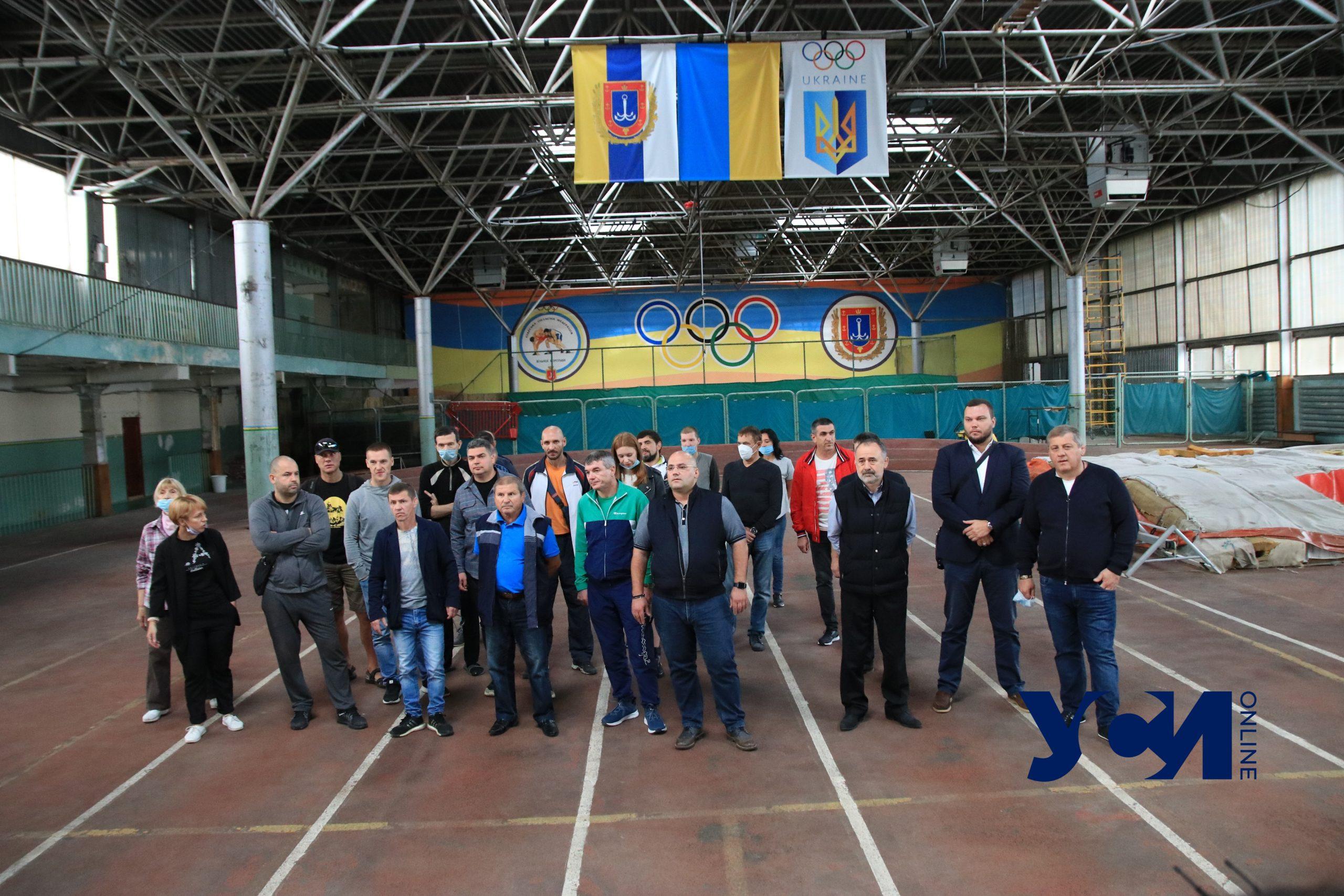 Спортсмены и тренеры «Олимпийца» вышли на акцию против создания полевого госпиталя (фото) «фото»