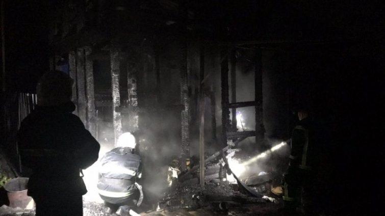 В селе под Одессой сгорел дом и машина: 50-летняя хозяйка погибла (фото) «фото»