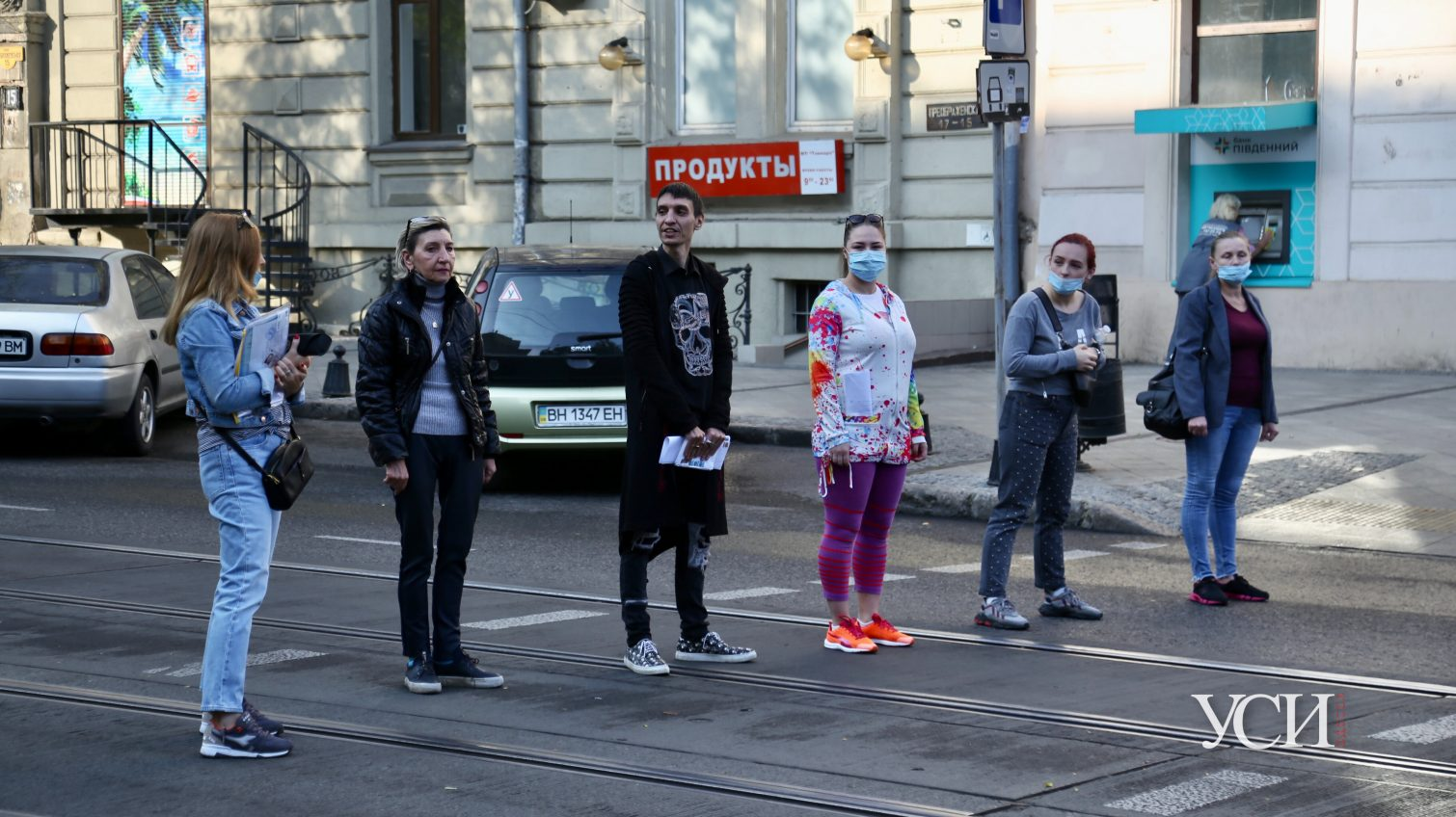 Жители переулка Маяковского перекрыли дорогу: жалуются на гостиницу рядом (фото, видео) «фото»