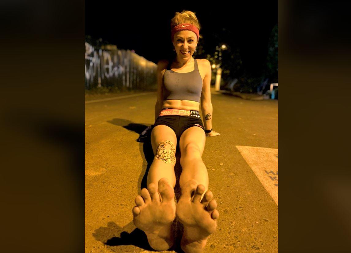 50 километров за пять часов: одесситка босиком пробежала марафон по Трассе здоровья «фото»