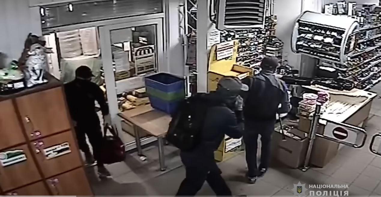 В Одесской области задержали банду из 5 граждан Молдовы, промышлявших взломом банкоматов (видео) «фото»