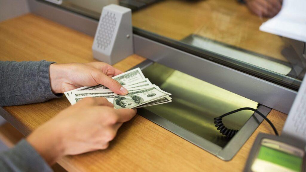 В Южном кассирша обменника присвоила из кассы 200 тысяч «фото»