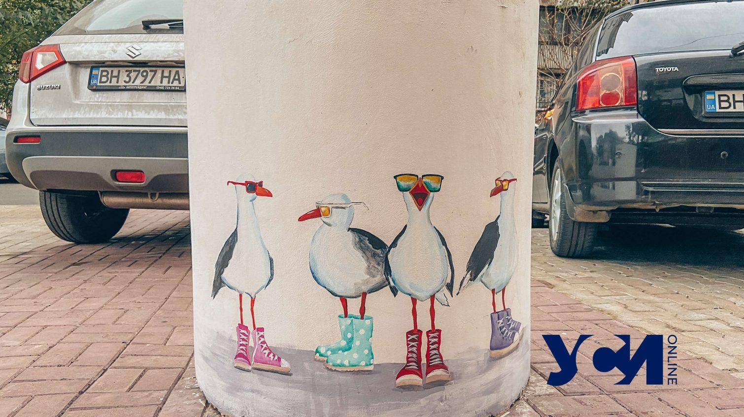 Городские мотивы: одесситка необычно оформляет антипарковочные клумбы (фото) «фото»