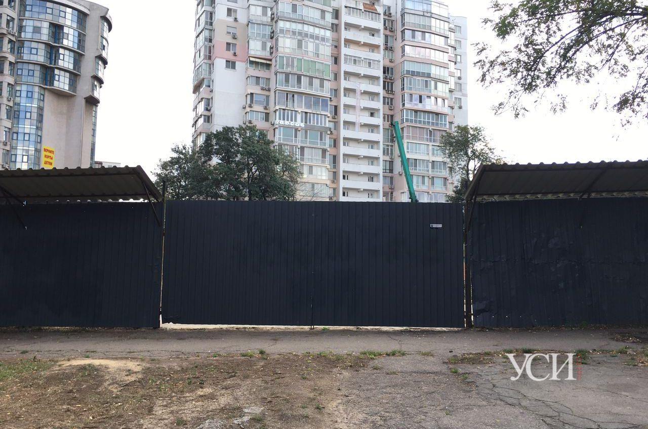 Борьба местных жителей против строительства высотки вместо кортов на Лидерсовском бульваре перешла в суд «фото»