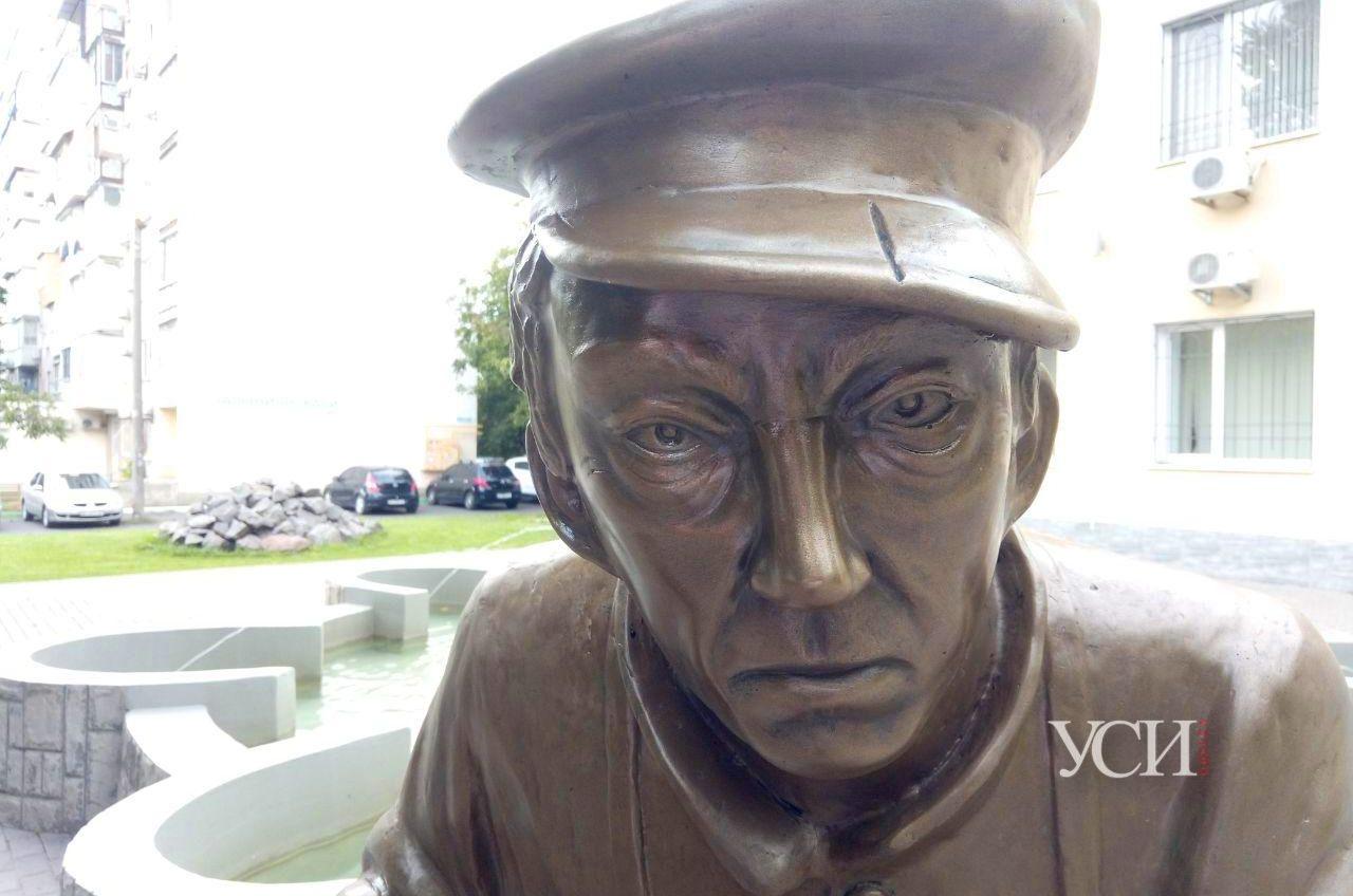 Внезапно: в Черноморске установили скульптуру Юрия Никулина в образе дворника (фото) «фото»