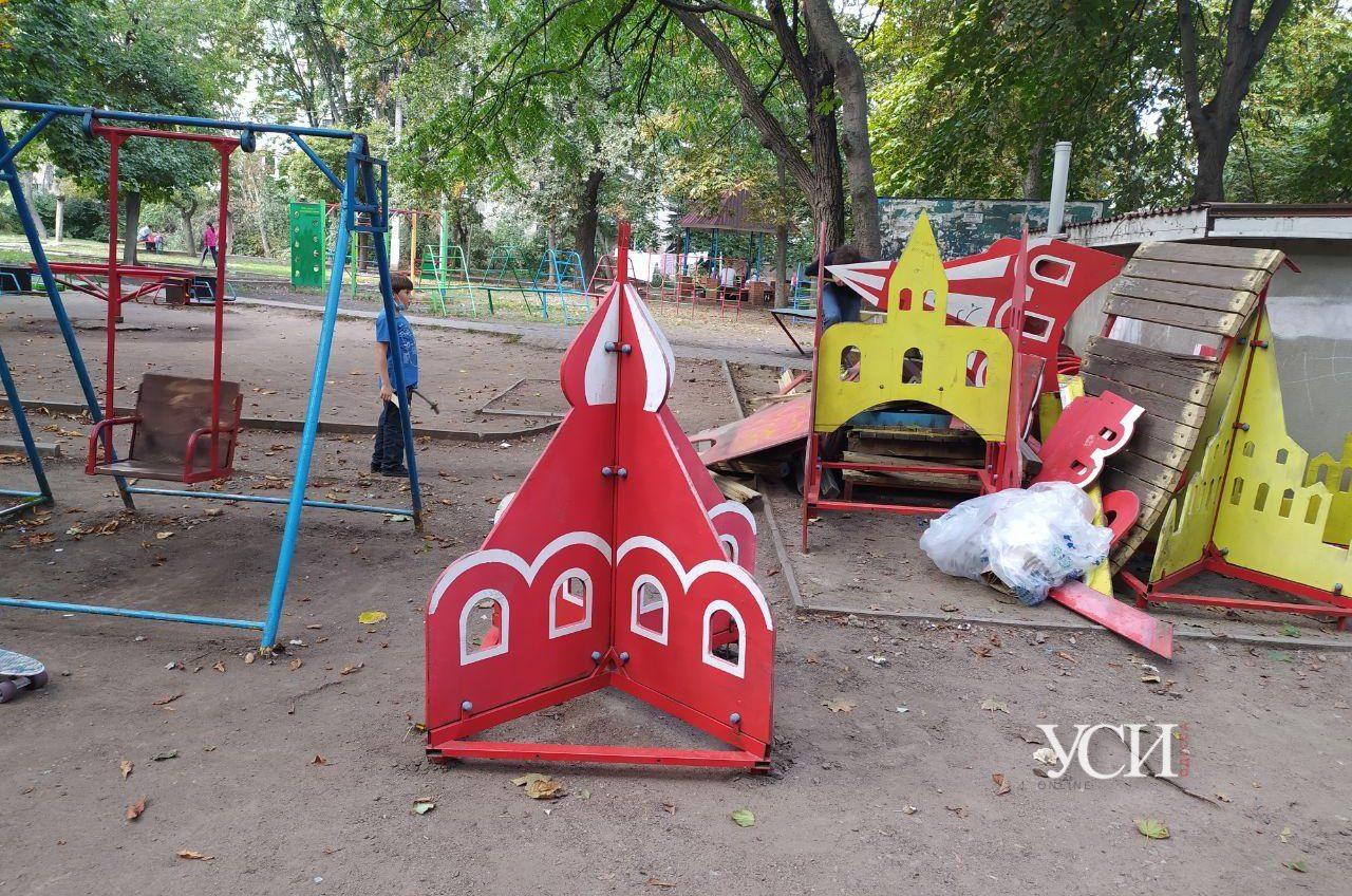 Предвыборный мусор: во дворе на Черемушках собираются установить старую опасную площадку (фото) «фото»