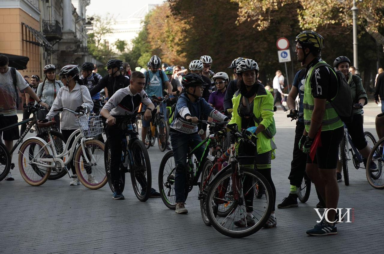 В Одессе устроили заезд на велосипедах, лигерадах и моноколесах (фото) «фото»