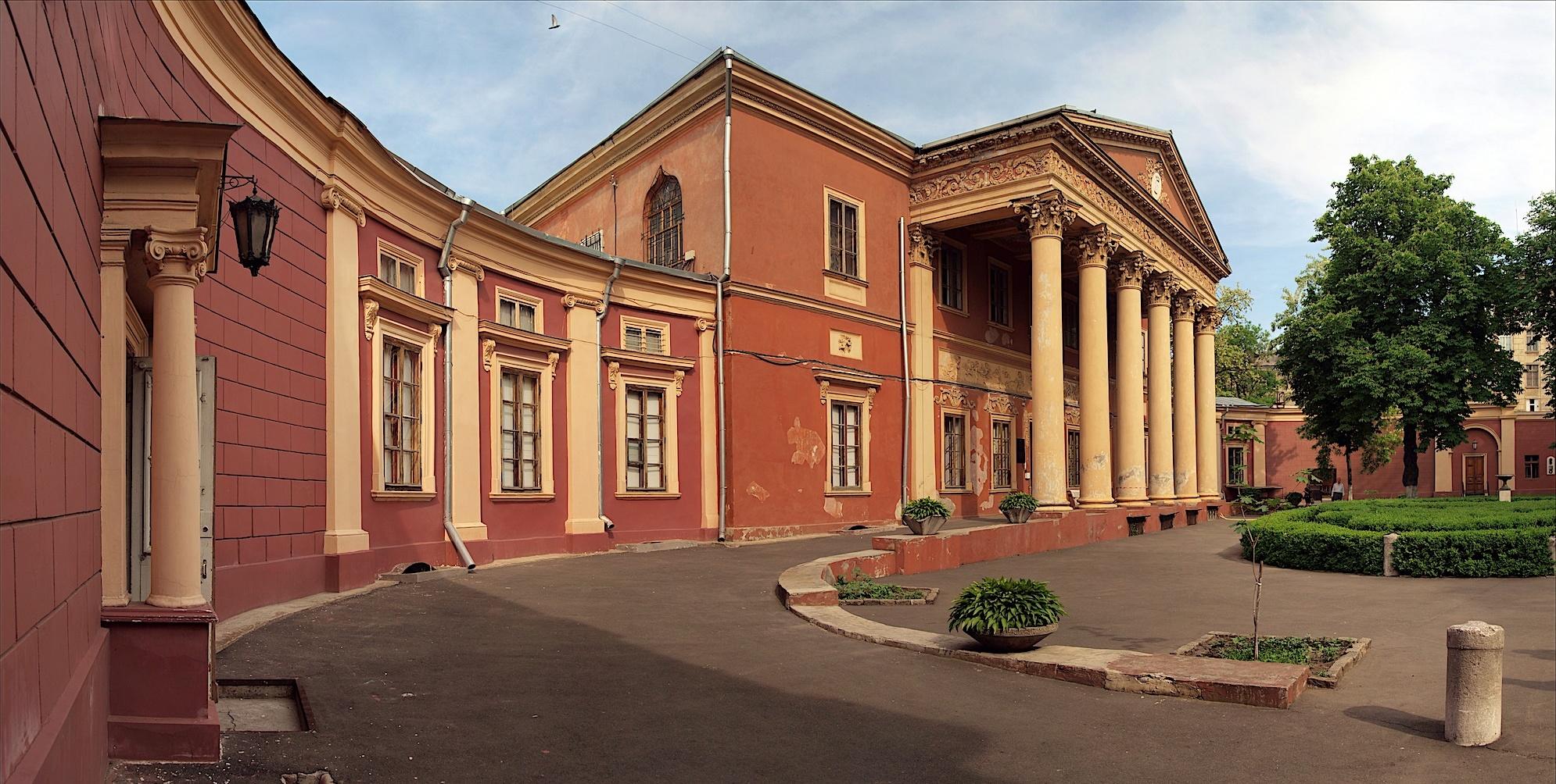 Необычная история: приключения поэта и боксера на крыше Одесского худмузея «фото»