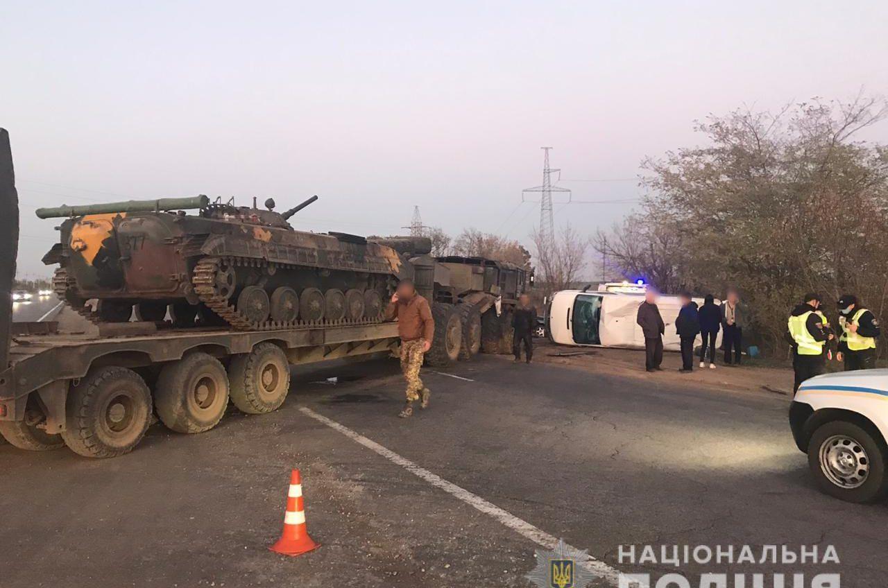Военный тягач спровоцировал ДТП под Одессой (фото) «фото»