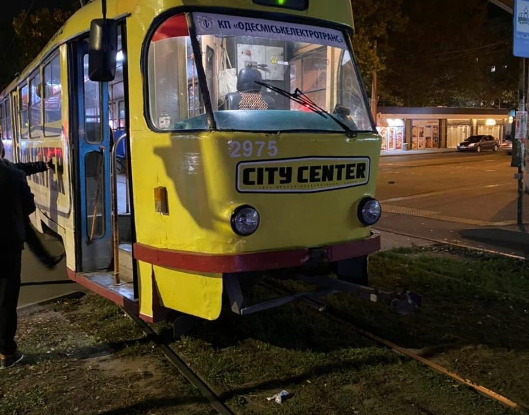 На Бочарова трамвай сбил женщину «фото»