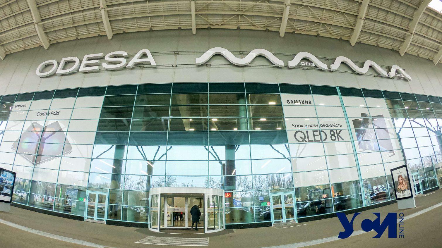 В аэропорту Одессы пытались не пустить моряков без платного теста на COVID-19 «фото»
