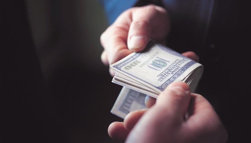 500 долларов за морские документы: попалась посредница-одесситка «фото»
