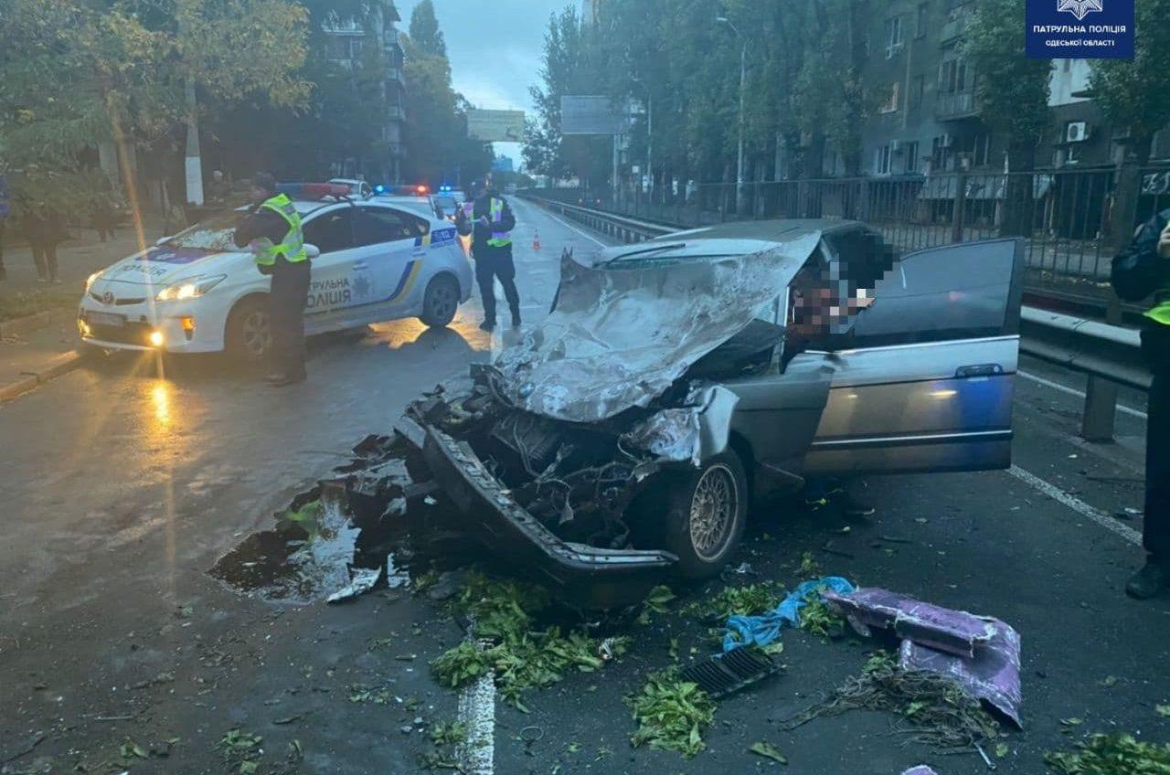 В Одессе мужчина угнал автомобиль и устроил ДТП с автобусом (фото, видео) «фото»