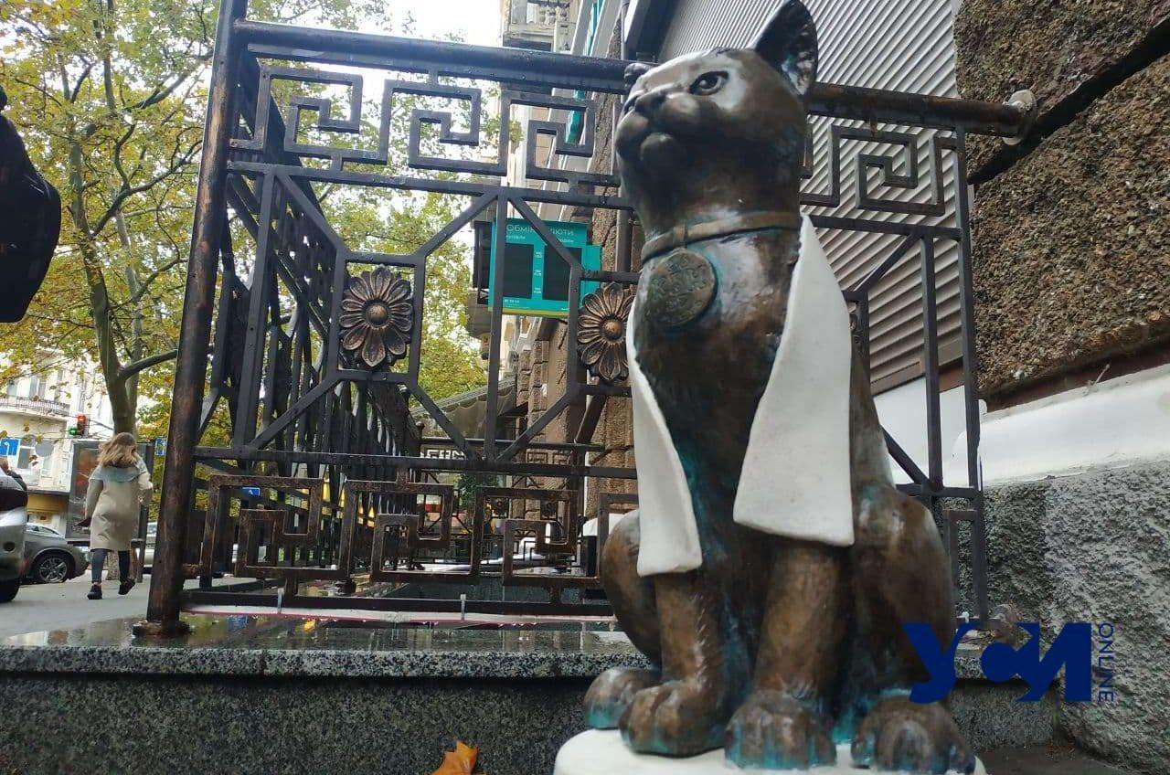 Одесские коты: на Екатерининской установили новую скульптуру (фото) «фото»