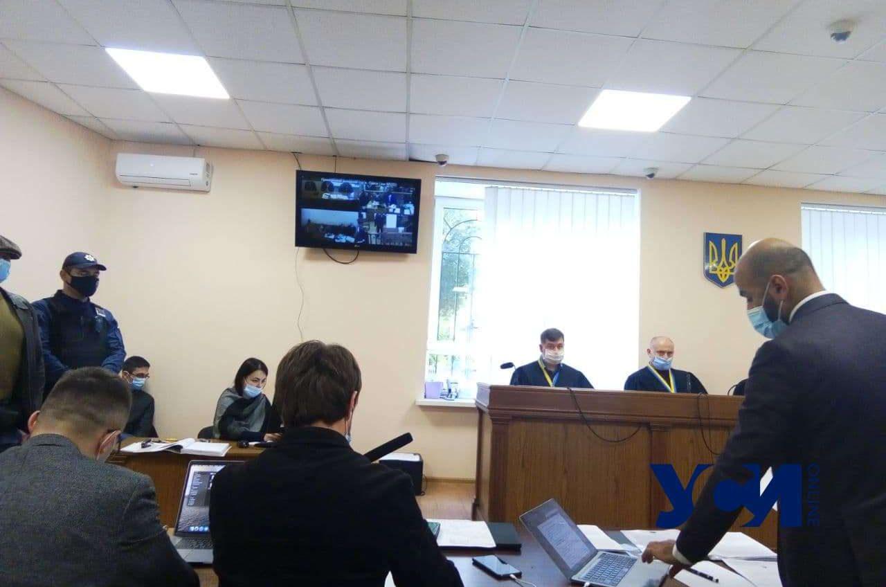 Дело Стерненко: суд рассмотрел еще 2 тома документов и 4 экспертизы «фото»