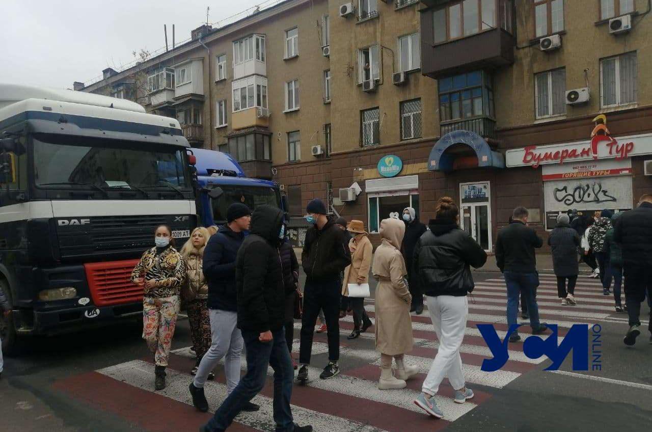 Одесситы остались без света и перекрыли Среднефонтанскую «фото»
