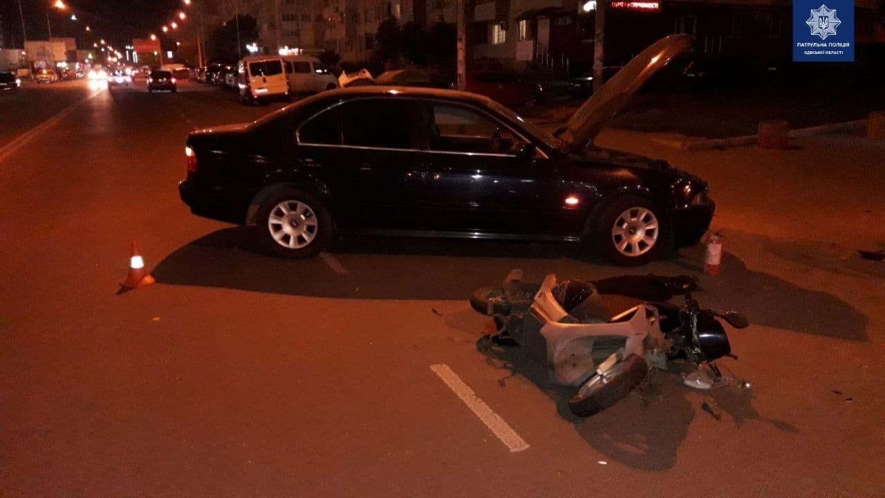 На Сахарова авто сбило мопедиста «фото»