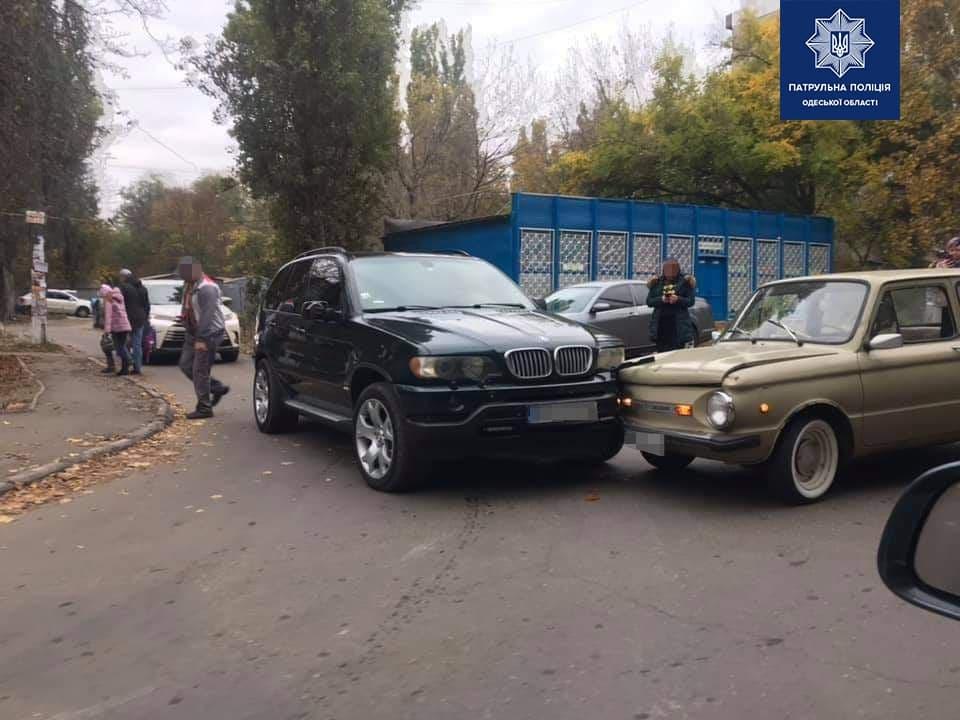 ДТП из анекдотов: в Одессе BMW столкнулся со стареньким «запорожцем» (фото) «фото»