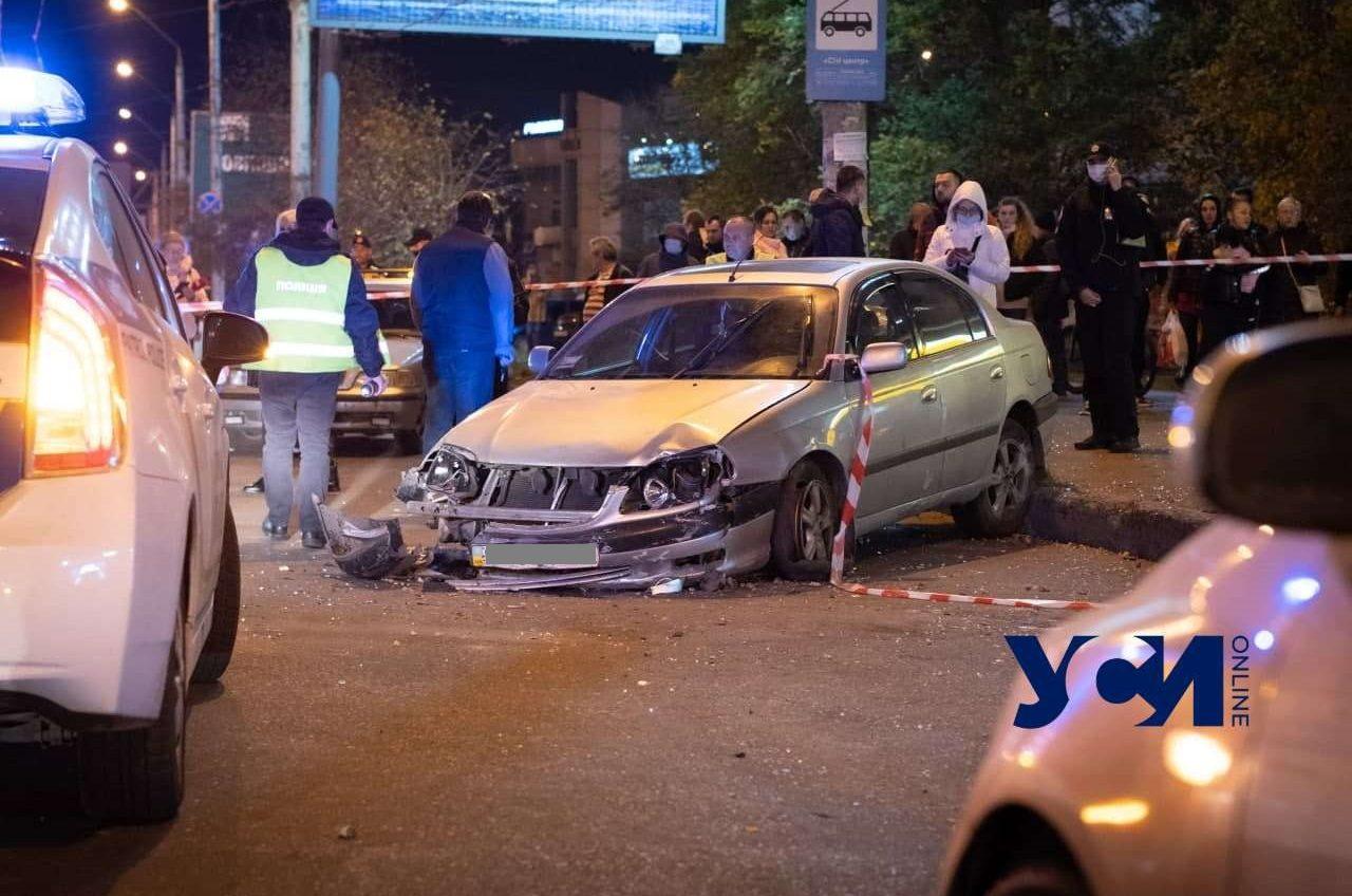 На Небесной Сотни авто влетело в остановку, есть пострадавшие (фото, аудио, видео) «фото»