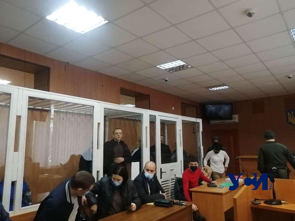 В суд не доставили одного из участников бунта в колонии (фото, видео) «фото»
