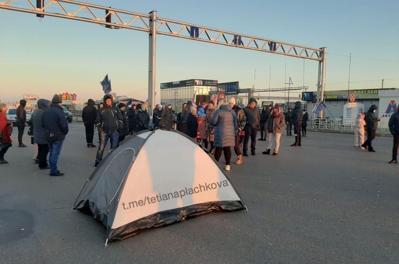 Предприниматели «7 километра» установили палатки на трассе «фото»
