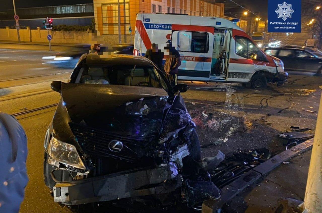 В Одессе «скорая» попала в ДТП: есть пострадавшие (фото) «фото»