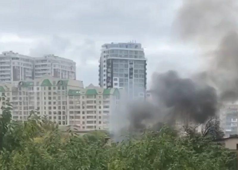 Пожар в Аркадии: горит жилой дом (фото, видео) «фото»