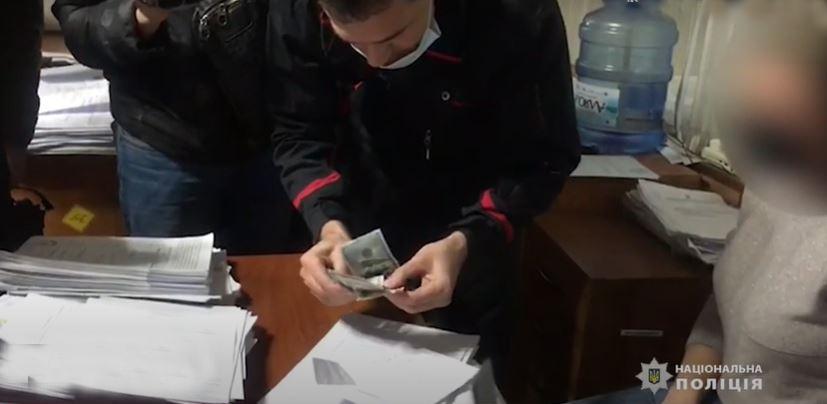 Одесские госисполнители требовали тысячу долларов за снятие ареста с автомобиля «фото»