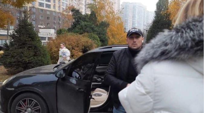 В Одессе водитель-хам напал на девушек, которых чуть не сбил (видео) «фото»