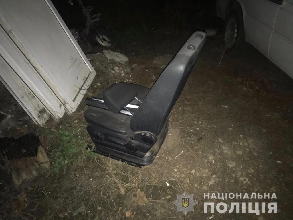 Автомойщик украл водительское сидение из микроавтобуса «фото»