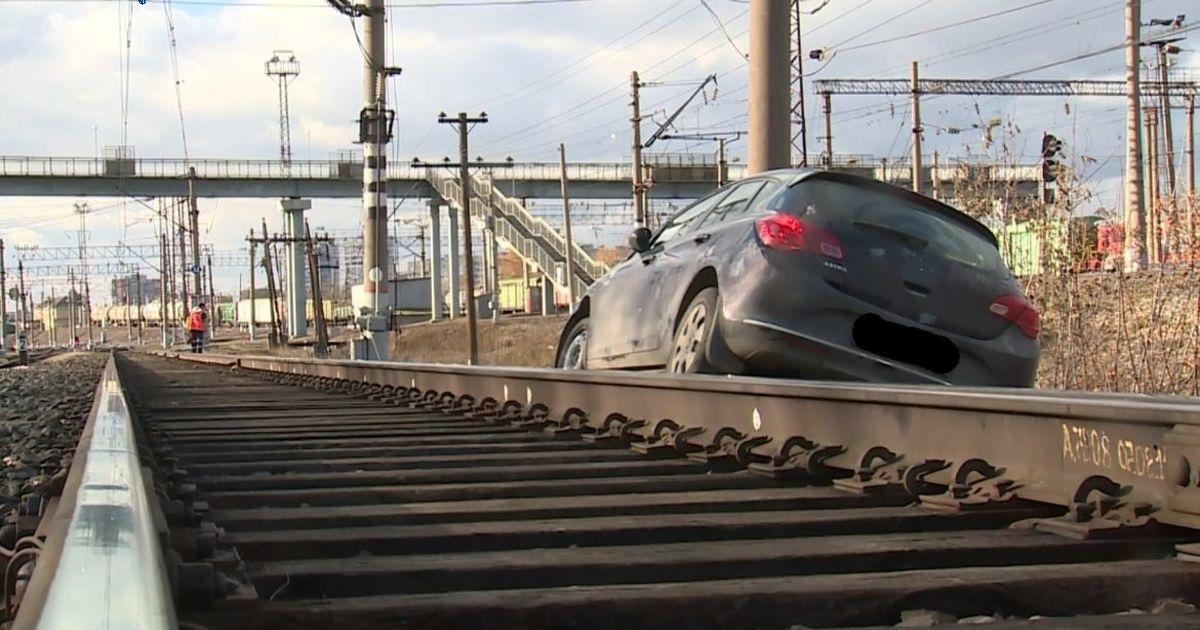 В Одесской области пьяный водитель на несколько часов остановил движение поездов «фото»