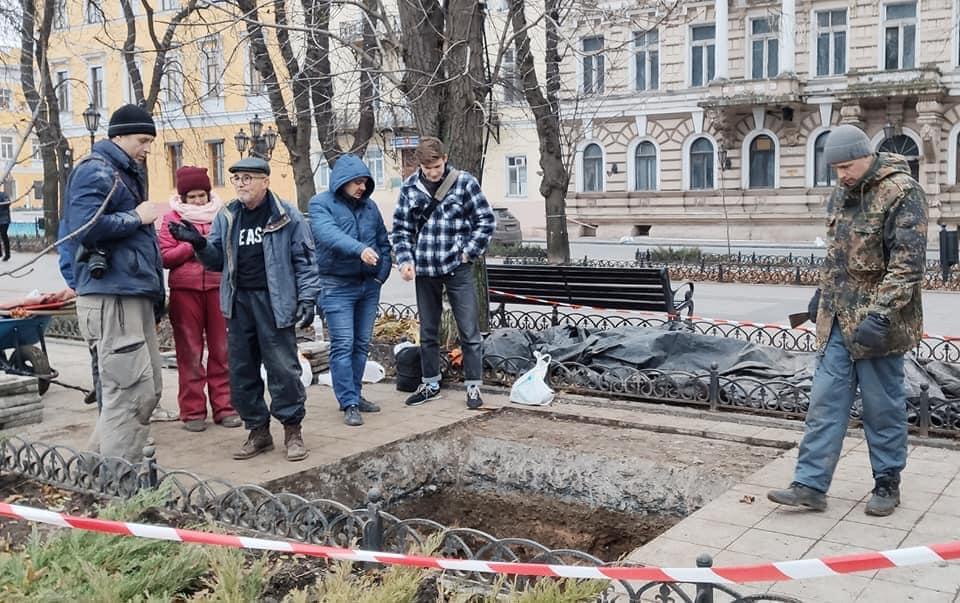 Археологи закончили раскопки на Приморском бульваре, – покрытие восстановят (фото) «фото»