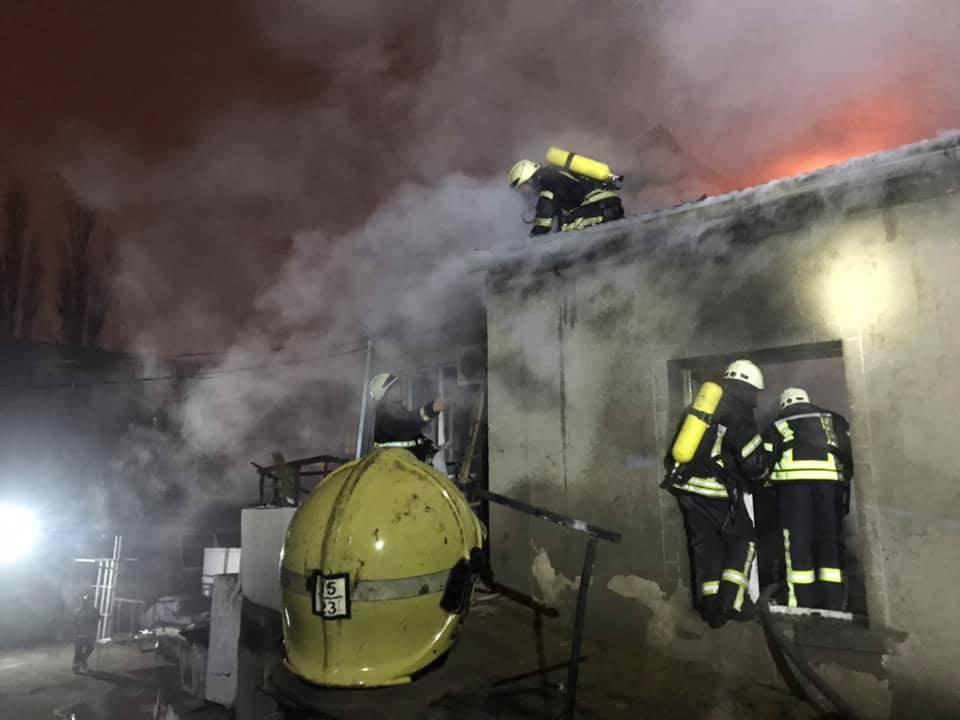 В Одессе горит мебельный цех (фото, обновлено) «фото»