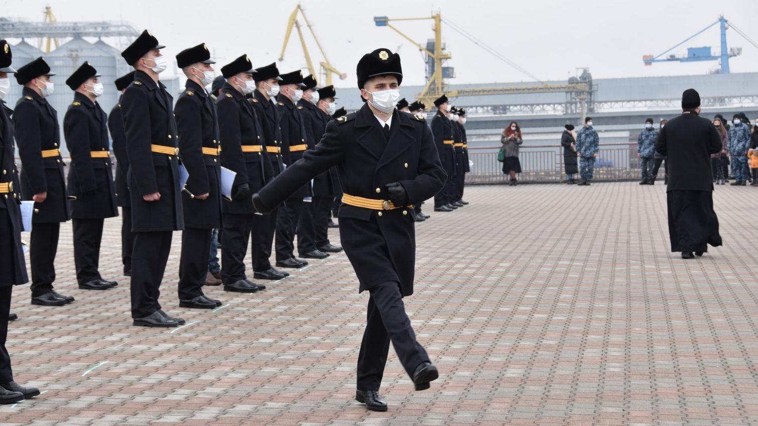 В Одессе 45 выпускников Института ВМС получили свои первые кортики и погоны (фото) «фото»