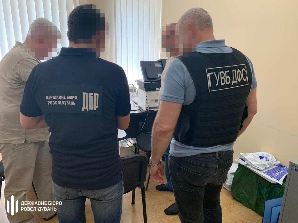Одесского таможенника, без проверки пропустившего иномарки, будут судить «фото»
