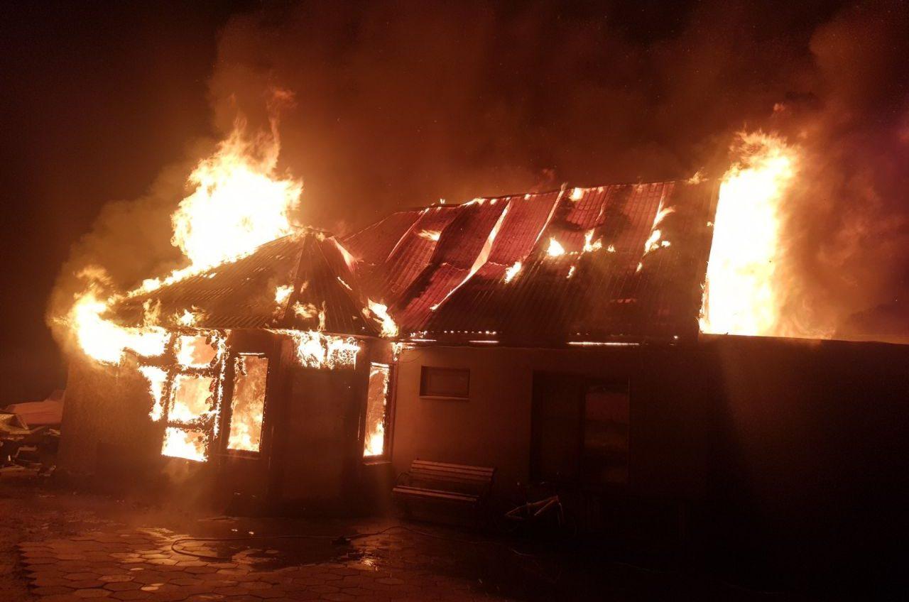Замкнуло гирлянду: под Одессой выгорел дом (фото) «фото»