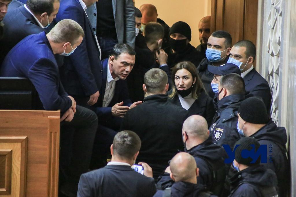Одесский полицейский и нардеп ОПЗЖ пострадали на сессии «фото»