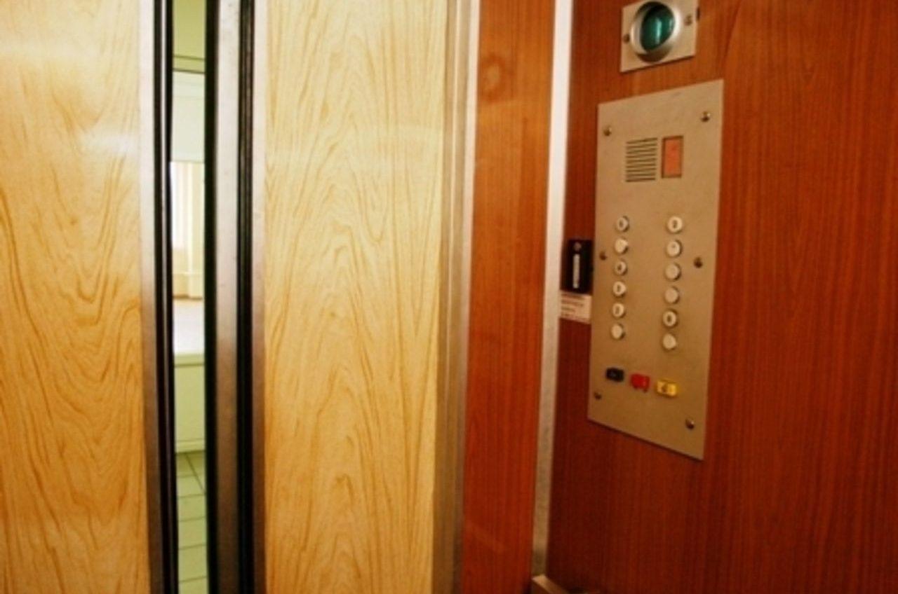 В Одессе насчитали 1600 смертельно опасных лифтов «фото»