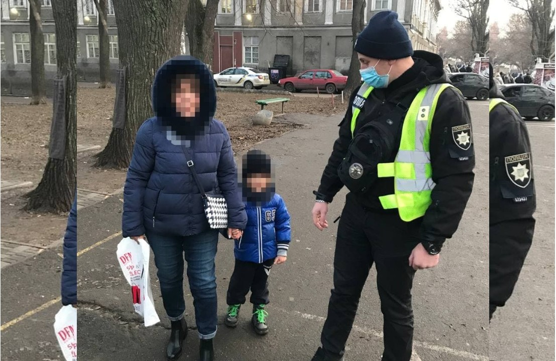 Патрульные в центре нашли 4-летнего мальчика: он гулял с бабушкой и потерялся «фото»