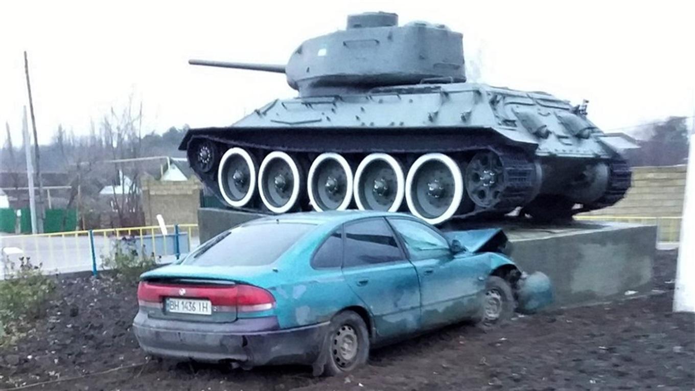 В Одесской области произошло ДТП с участием танка-памятника (фото) «фото»