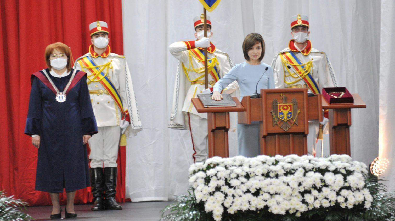 Пешком на инаугурацию: Майя Санду приняла присягу президента Молдовы (фото) «фото»