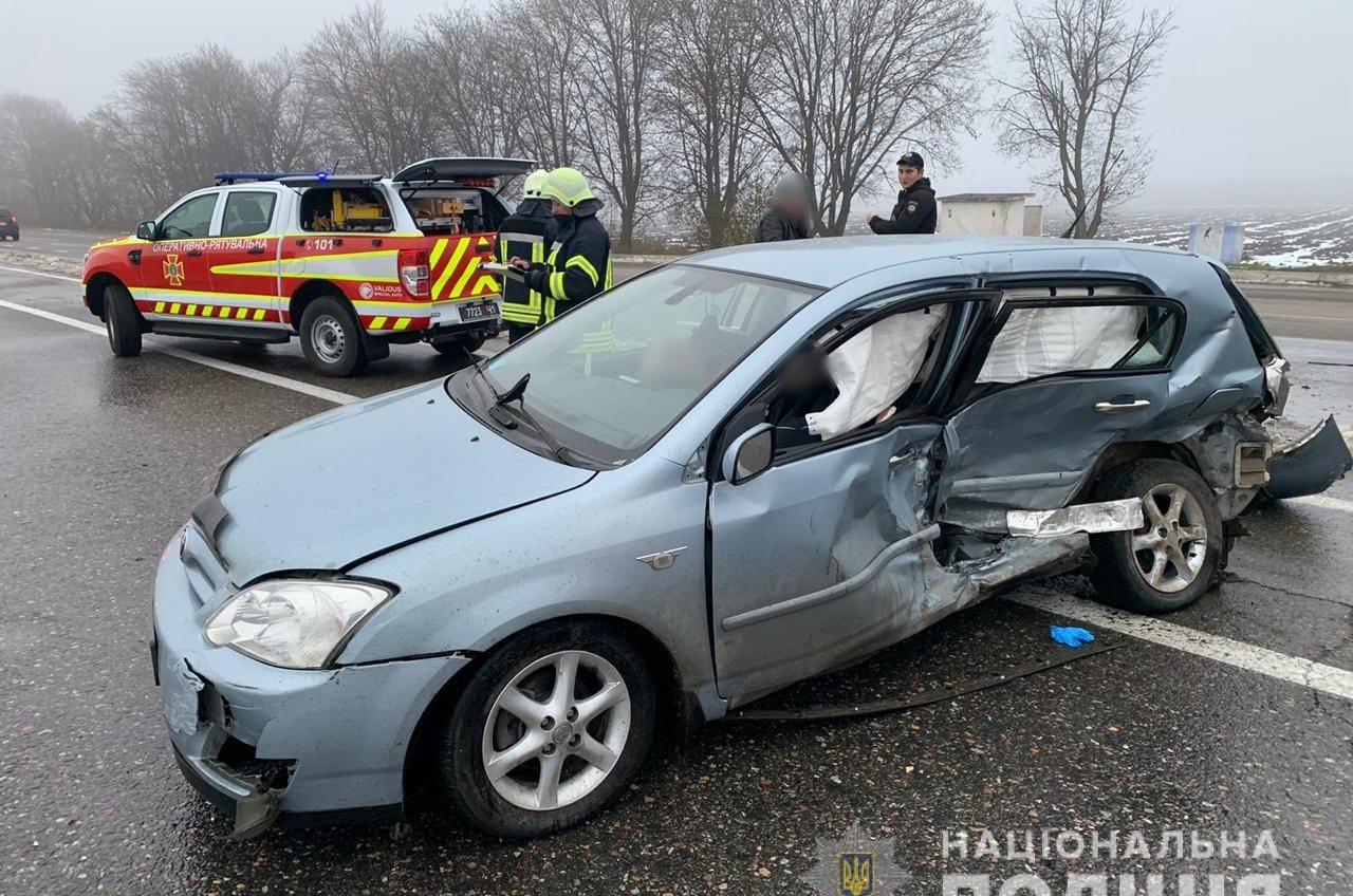 Смертельное ДТП на киевской трассе: погибли водитель и пассажирка (фото) «фото»
