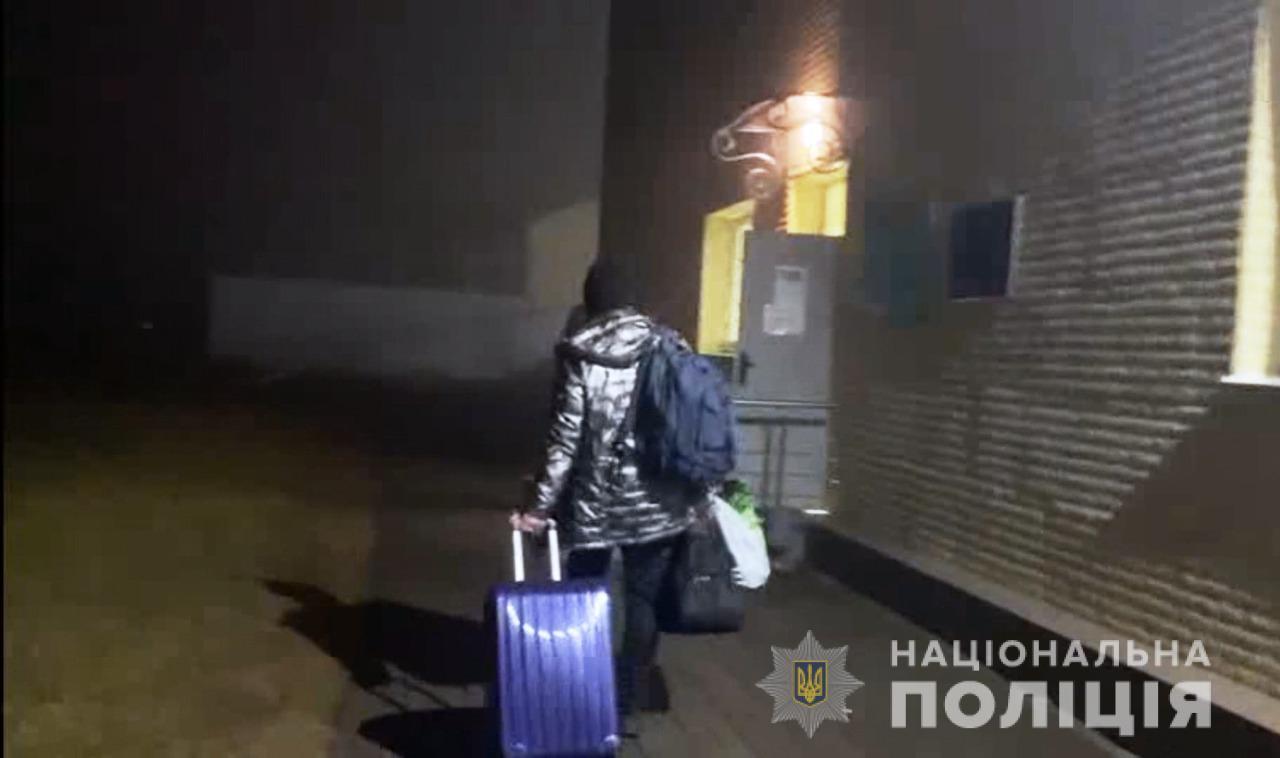 Из Одессы депортируют двух иностранцев, которые помогали заключенным (фото, видео) «фото»