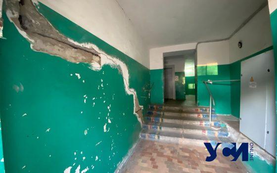 Дом с трещинами: жильцы многоэтажки на поселке Котовского жалуются на управляющую компанию (фото) «фото»