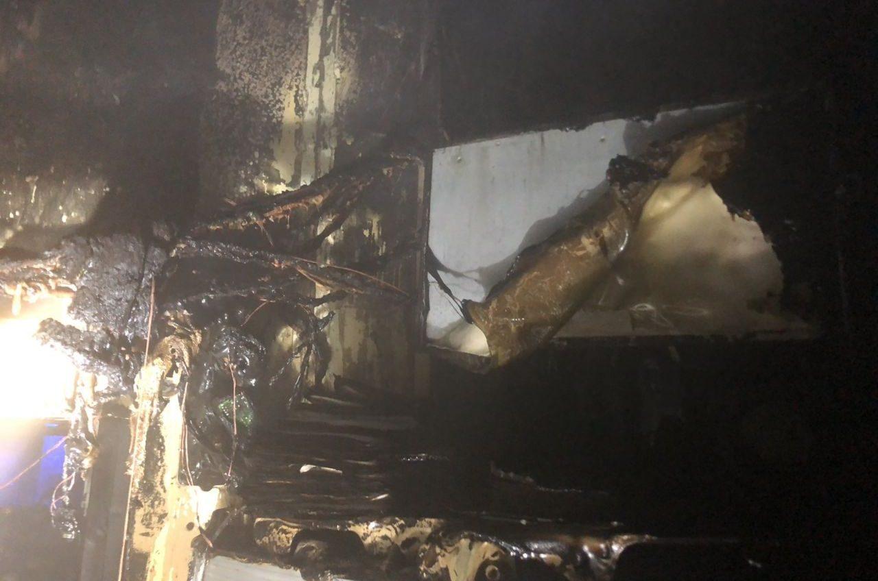 На Черемушках ночью выгорел торговый павильон (фото) «фото»