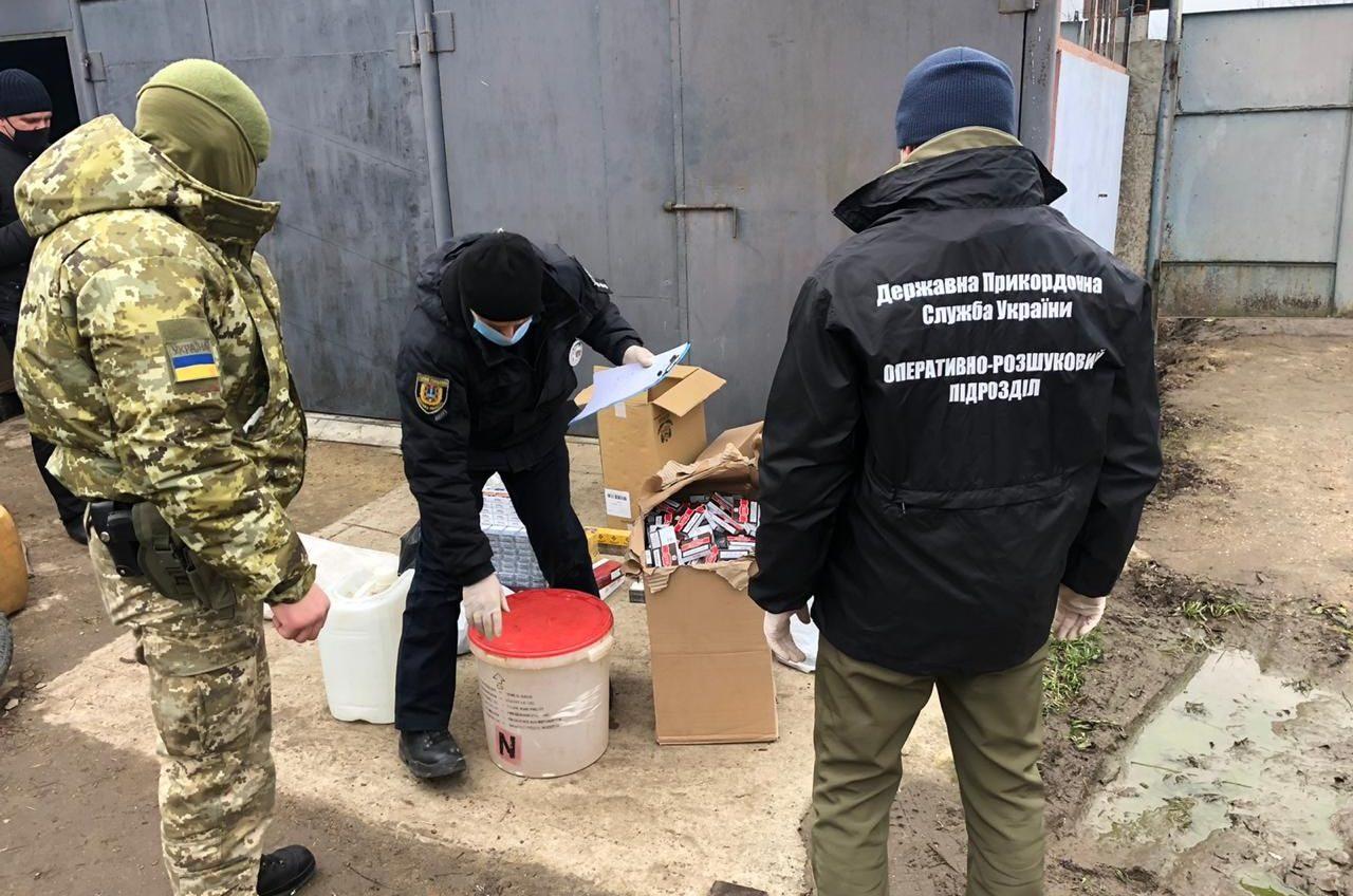 В Одесской области пограничники нашли склад незаконного алкоголя и сигарет (фото) «фото»