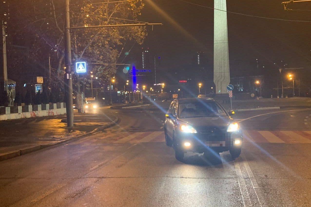 На 10 Апреля легковушка сбила пешехода (фото) «фото»