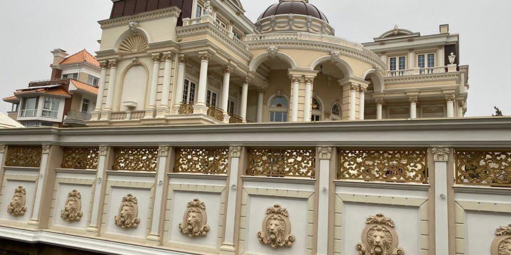 СБУ проводит обыски в особняке депутата Паращенко «фото»