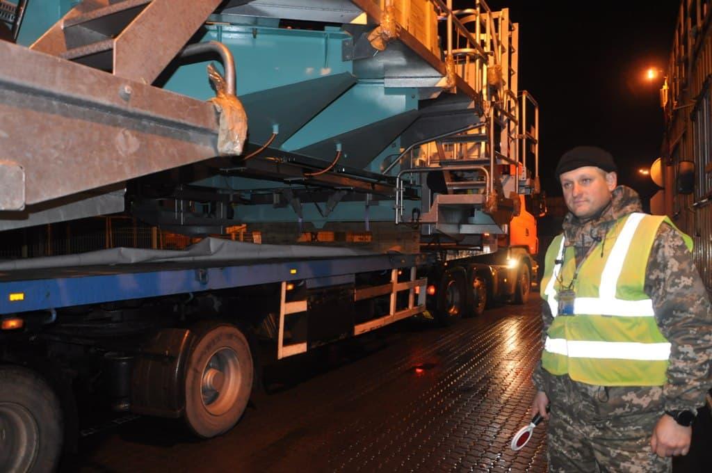 В Одесский порт завезли огромные детали для кранов (фото) «фото»