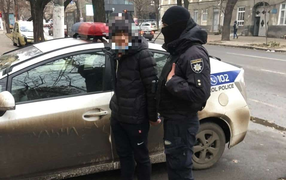В центре Одессы патрульные задержали закладчика, – он хотел откупиться за 5 тысяч (фото) «фото»